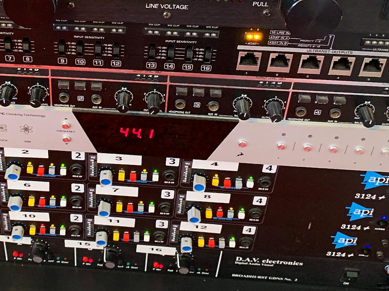 Equipo de estudio de grabación de baterías online